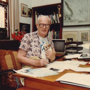 Arthur C Clarke with his gadgets at his Colombo home, circa 1980