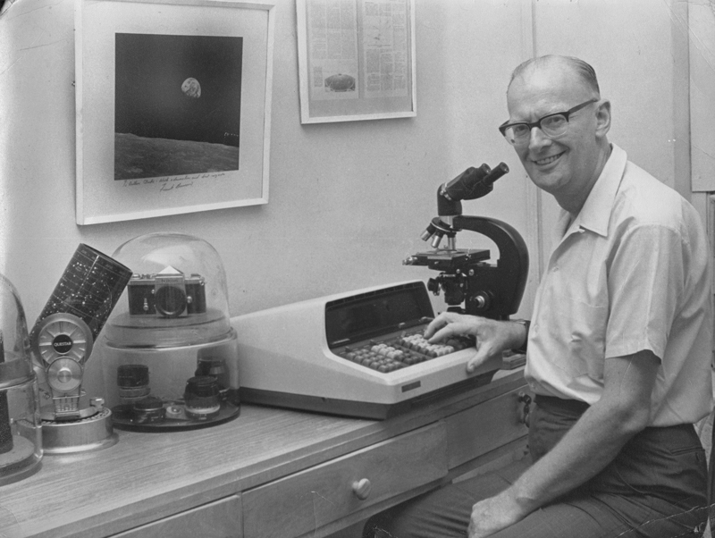 Arthur-C-Clarke-with-his-gadgets-at-his-Colombo-home-circa-1980---Photo-owned-by-Arthur-C-Clarke-Estate